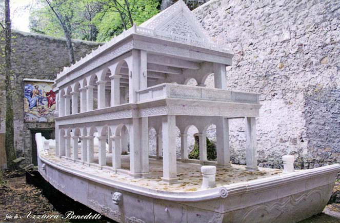 Barca di Marmo installata nella Chiesetta della Trinità sul Monte Cimino presso Soriano